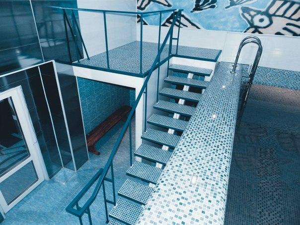 лестница к бассейну